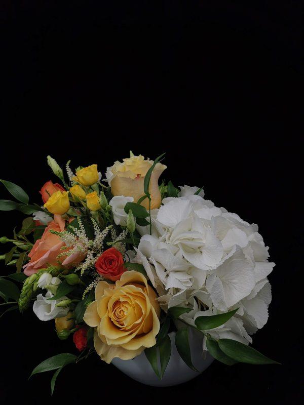Florarie Tulcea Aranjament floral Uca150 – vas ceramic Antik weib, D15cm, hydrangea, trandafiri, miniroze, Ornithogalum, astilbe, eustoma, mix green